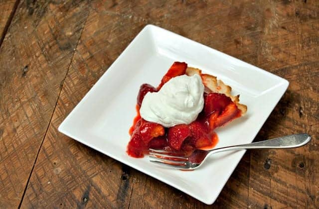 Springtime Fresh Strawberry Pie is a strawberry recipe that sings spring. This is my favorite strawberry dessert recipe ever. #easy #fresh #strawberry #pie #recipe