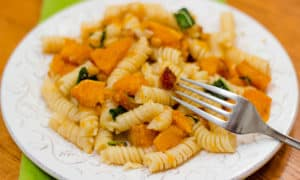 This fall recipe for roasted butternut squash with pine nuts, sage, and browned butter is the perfect comfort food for a cozy autumn evening. #ButternutSquash #bacon #sage #pasta #fallrecipe