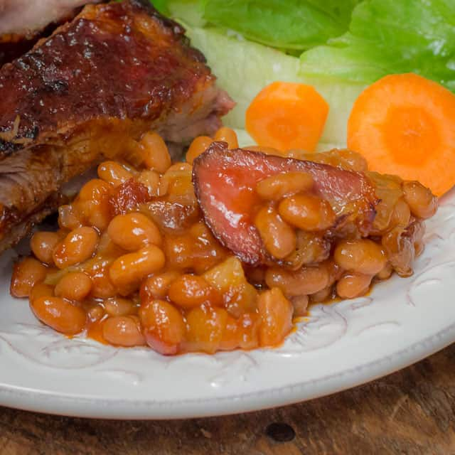 Smoky Chipotle BBQ & Bacon Baked Beans #bakedbeans #sidedish #bbq #bacon