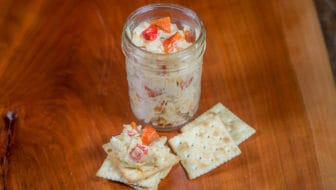 Homemade Pimento Cheese : made with creamy fontina cheese, roasted red peppers, and homemade mayonnaise. #fontina #mayonnaise #roastedredpeppers