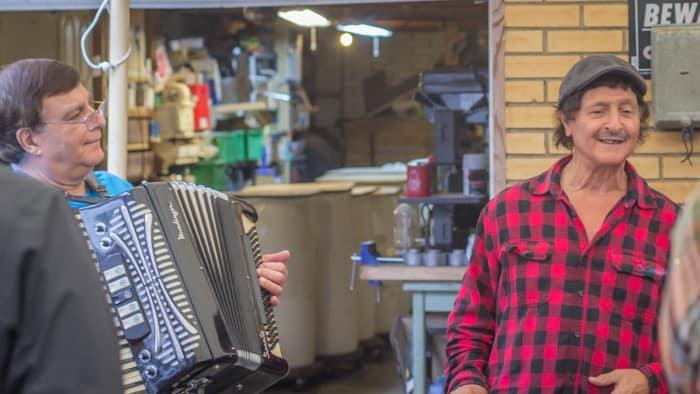 Pepe sings an Italian love song to the accordion.